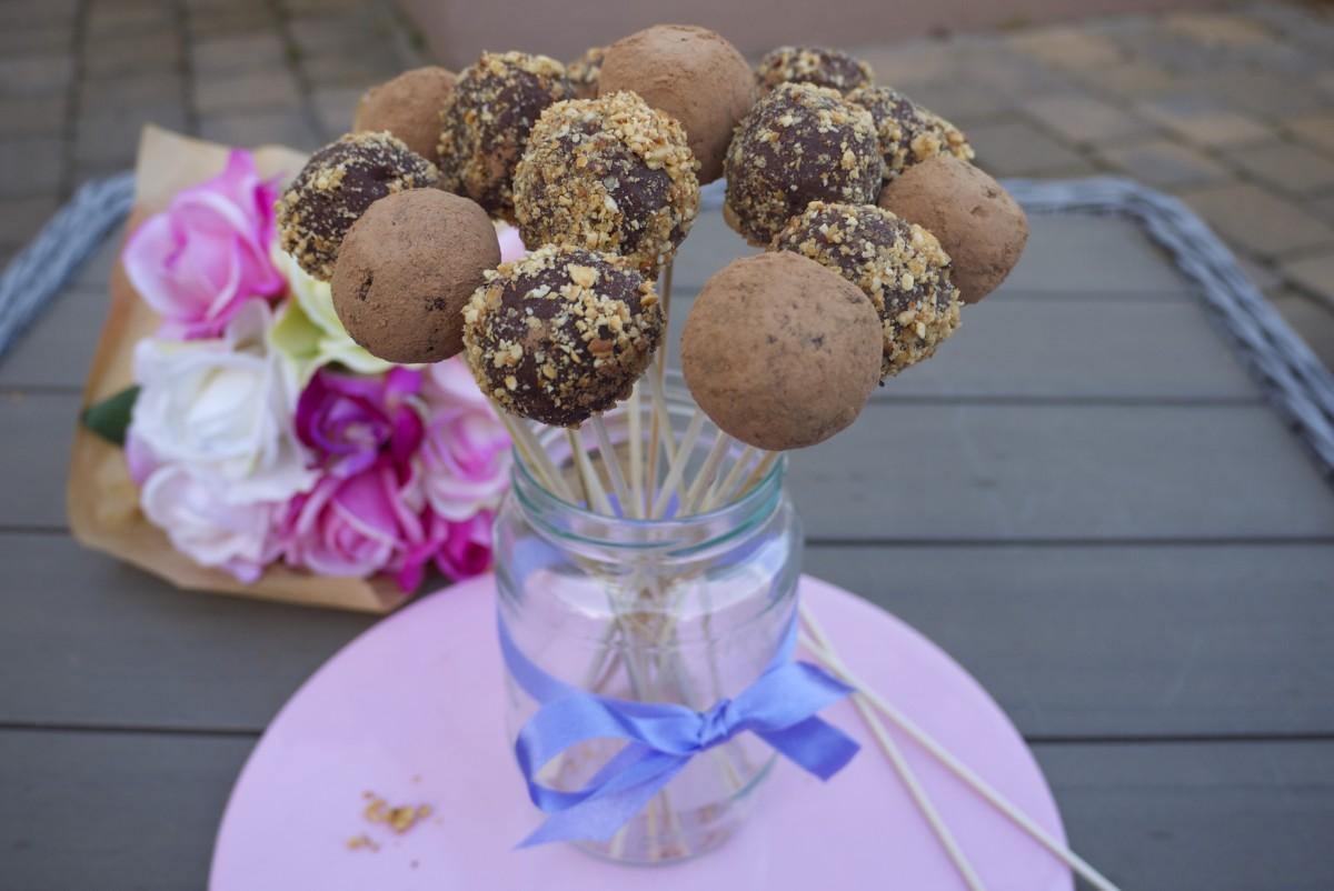 'Ferrero Rocher' Truffle Pops