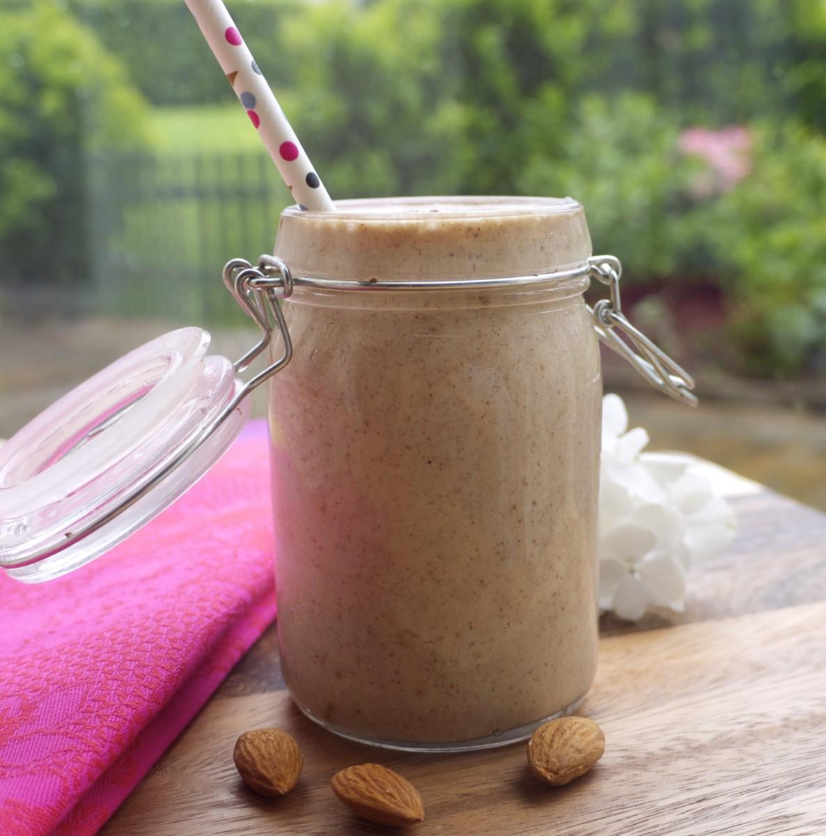 Creamy Almond-Cinnamon Shake