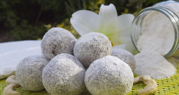 0b487ea357 Spiced Cashew and Coconut Snowballs - Rosanna Davison Nutrition