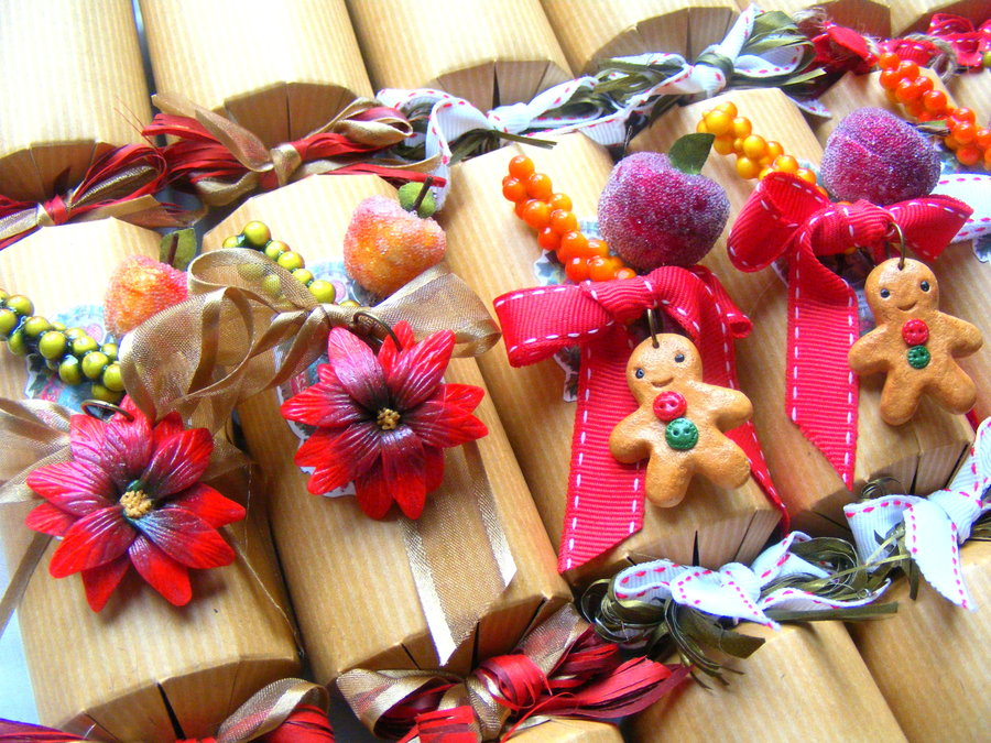luxury_christmas_crackers__polymer_clay_christmas_by_cynamonspice-d5l5kq7
