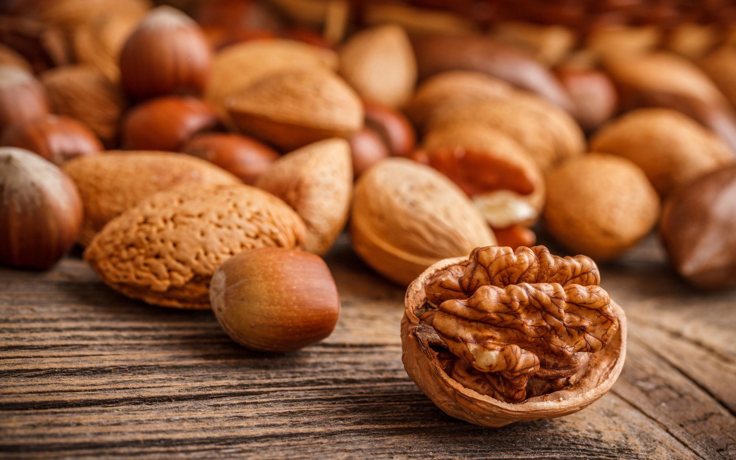 7020996-nuts-macro