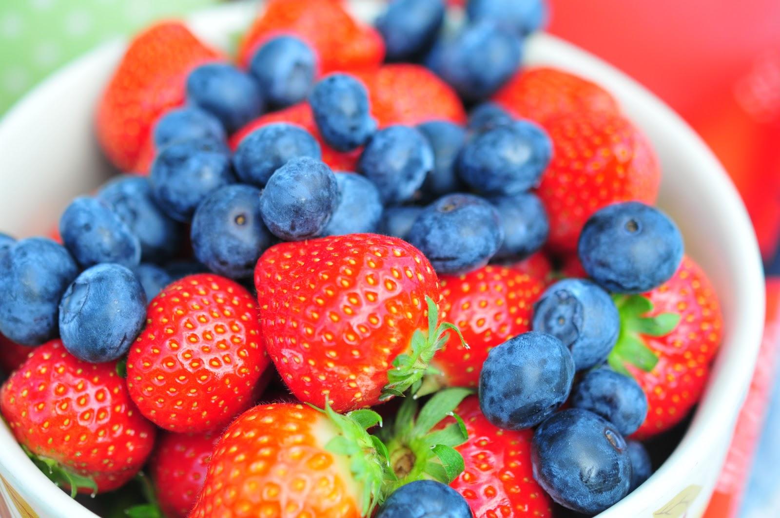 Strawberries-Blueberries-promote-heart-health