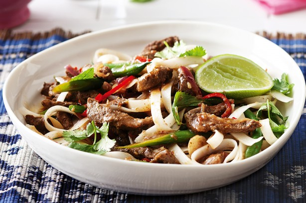 lime-and-chilli-beef-with-rice-noodles-24664_l