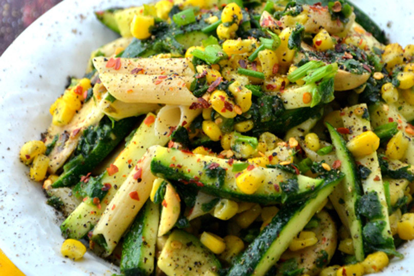 zucchini-corn-pasta-salad-810x540