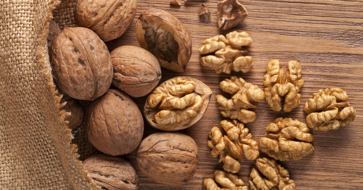 walnuts-whole-and-shelled-facebook