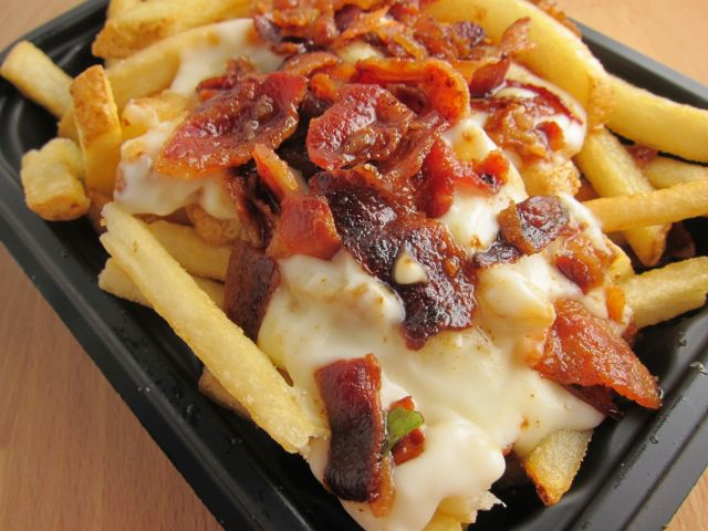 wendys-bacon-fondue-fries-02-close-up