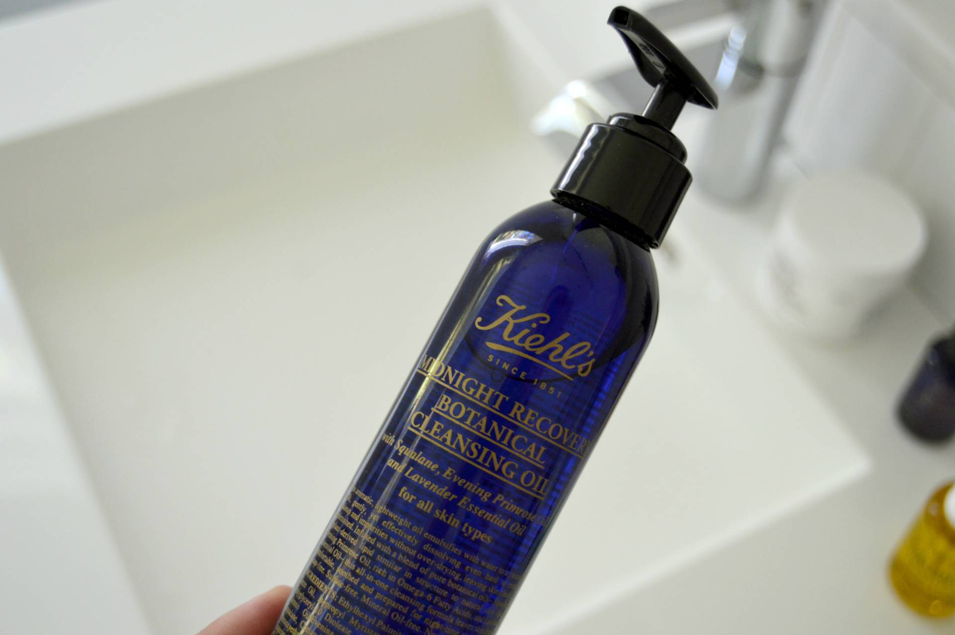 kiehls-midnight-recovery-cleansing-oil-makeup-remover-inhautepursuit-review-omgbart
