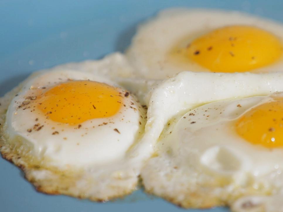 HT_Fry-Eggs-Beauty-01_s4x3.jpg.rend.hgtvcom.966.725