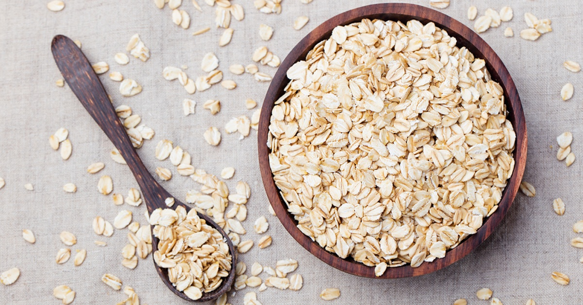oats-in-wooden-bowl-and-on-wooden-spoon-facebook