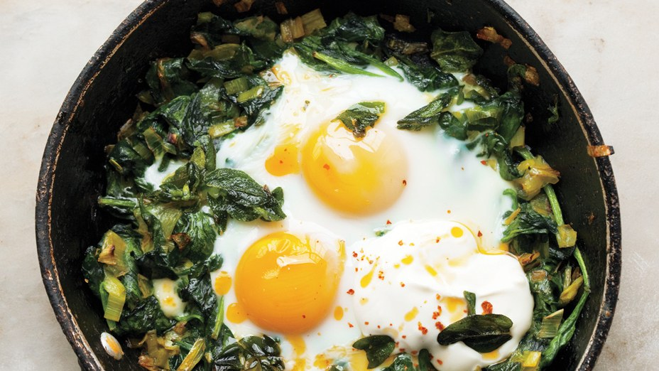skillet-baked-eggs-with-spinach-yogurt-and-chili-oil