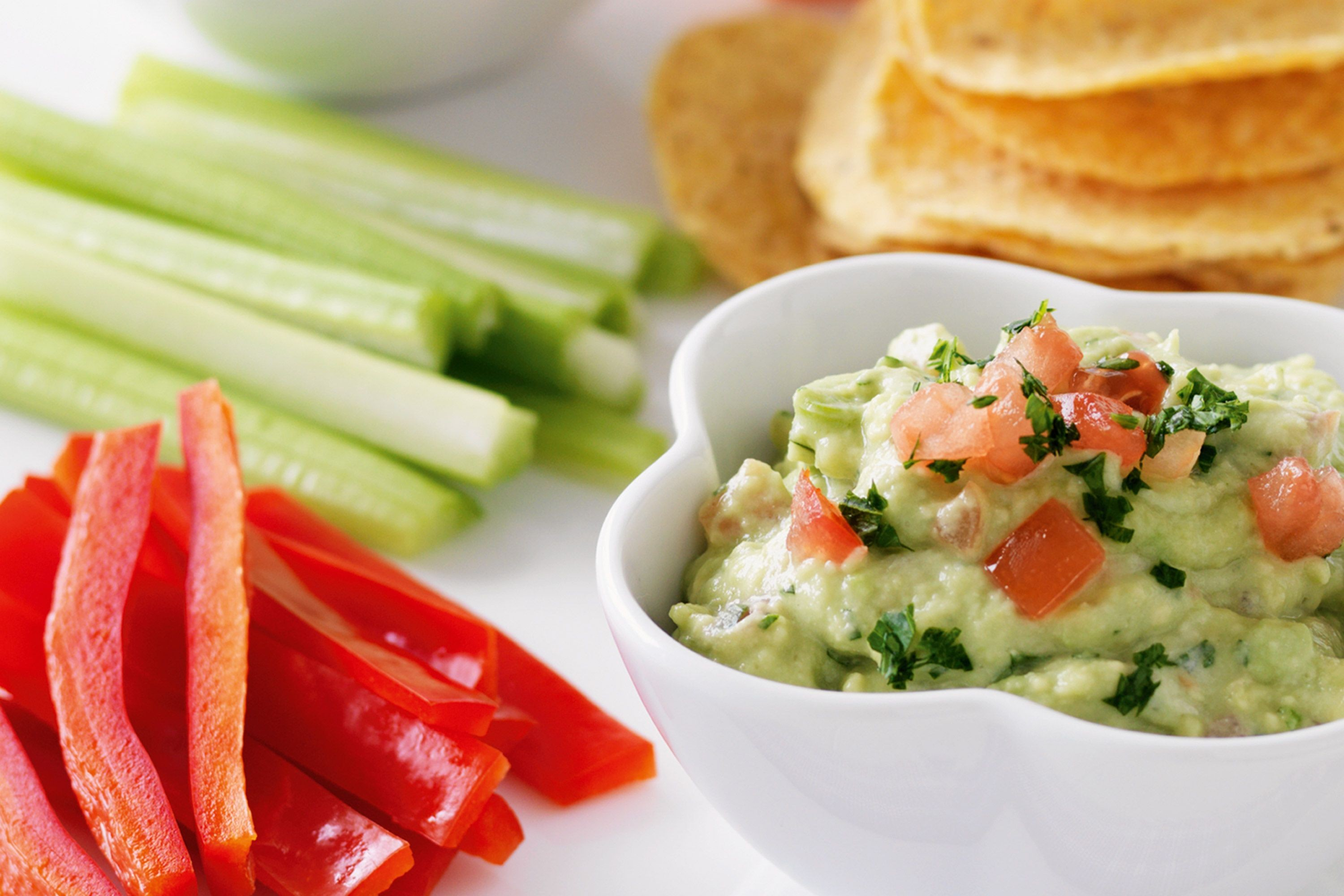 guacamole-with-vegie-sticks-77681-1