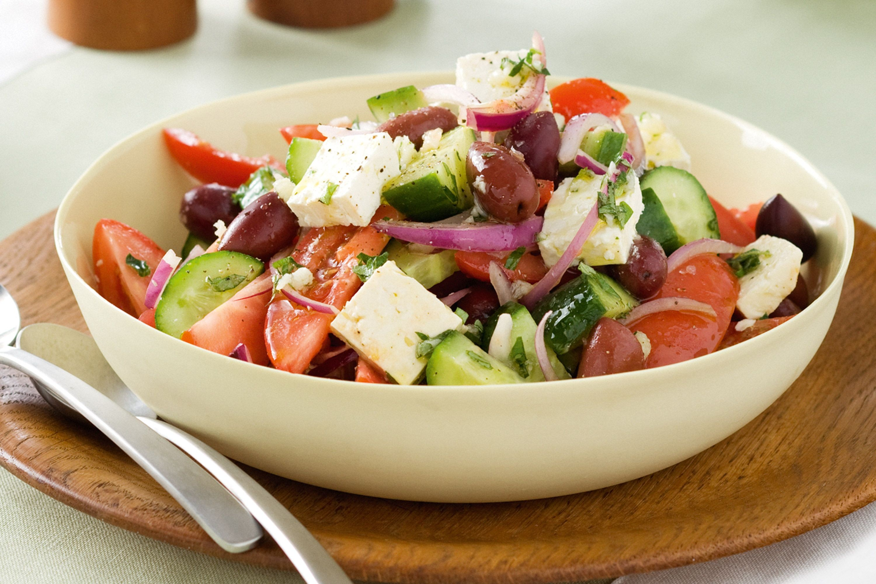 super-easy-greek-salad-81664-1