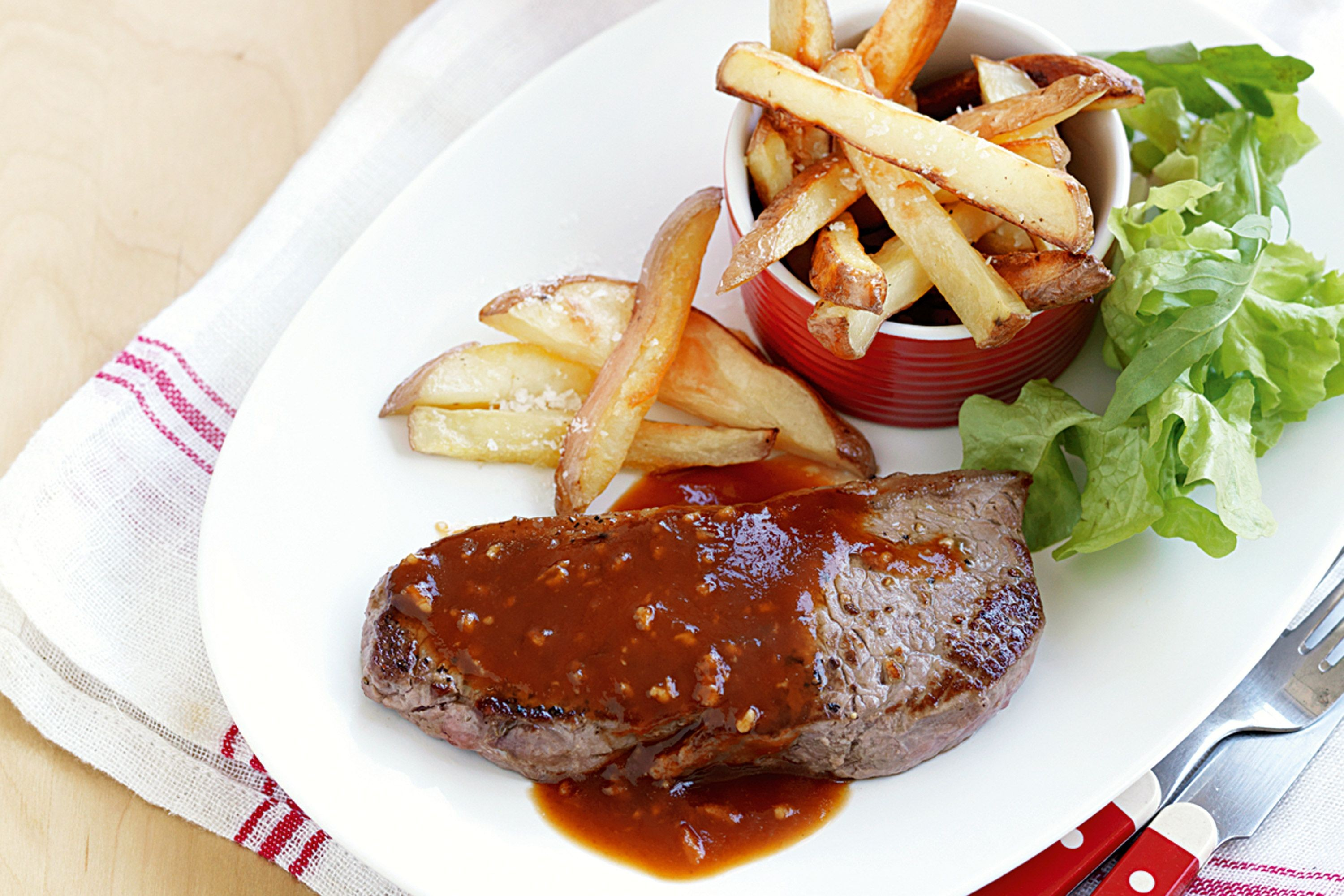 steak-and-chips-with-garlic-sauce-84100-1